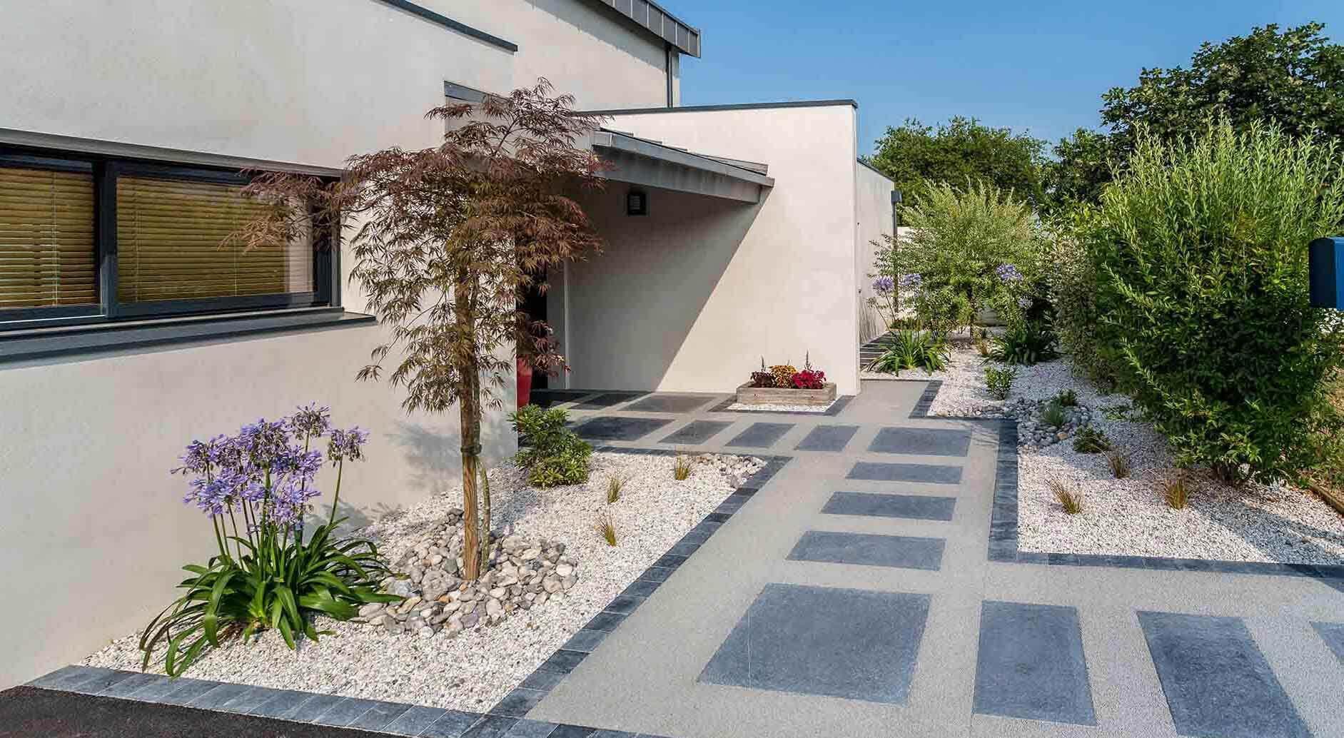 Aménagement Extérieur Entrée Maison réalisations de jardin et aménagement d'extérieur en vendée